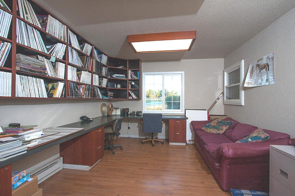 Second large office with built-ins