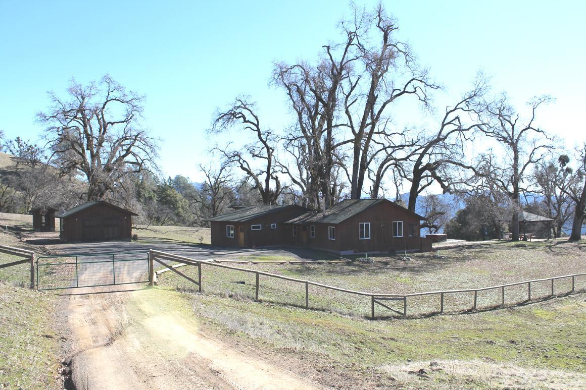Hunting lodge enclave