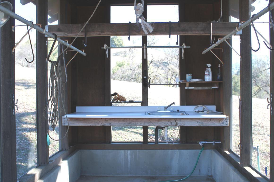 Skinning shed